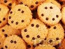 Рецепта Сладки бисквити с фъстъчено масло и парченца шоколад